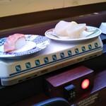 寿司和食 ここも - 料理写真:大トロ一貫と、タイラギ