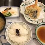 割烹 かじ - 「天麩羅」「ご飯」「虎魚のお味噌汁」「香の物」など。