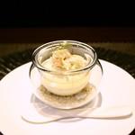 レストラン ラ・フロレゾン・ドゥ・タケウチ - アミューズ:カリフラワーのムース 北海道産ズワイガニ 野菜のブイヨンのジュレ