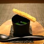 レストラン ラ・フロレゾン・ドゥ・タケウチ - ロワイヤル:鱈の白子のロワイヤル 甲殻類の香る春菊のクーリ 自家製カラスミのムイエットを添えて