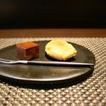 レストラン ラ・フロレゾン・ドゥ・タケウチ - お茶菓子:マドレーヌ、生チョコ