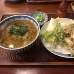 101073653 - 温かい蕎麦と野菜の天ぷら
