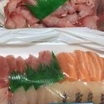 田代鮮魚 - 料理写真:鯉のあらい (*´ω`*) 刺身豪華盛り合わせ