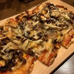 山屋バル - 羊のミートソースのメキシカンピザ