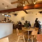 二三味珈琲 cafe - ここが奥能登珠洲と言うことを忘れる空間。猫好きオーナーさんなのか、猫をモチーフにした作品が。来てのお楽しみ。