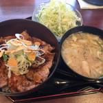 豚丼じゅじゅ庵 - ニンニク豚丼650円とサラダ味噌汁セット150円