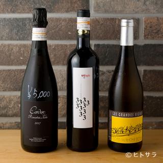 湖南料理と相性のいいナチュラルワインも充実