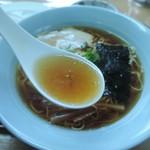 伊豆高原 餃子こうげん倶楽部 - ラーメンのスープ