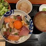 めしの助 - 海鮮丼(大)