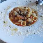 101102997 - 千葉野菜たっぷりと大木式フランクフルトのミネストラ生パスタのスープ仕立て