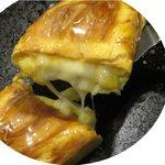 お好み焼 千都盛 - 料理写真:ファファ玉子にトロトロチーズとコーンが癖になります。