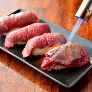 話題沸騰中の肉寿司はこだわりの逸品です!