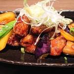 やきとり みっちゃん - 鶏の黒酢和えと彩野菜添え