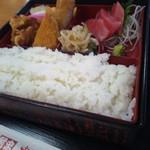 鮒忠人形町店 - 幕の内定食の弁当箱