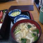 鮒忠人形町店 - 味噌汁と漬物
