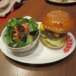 ブラザーズ - チーズバーガー 1150円+Tax(日替りサラダに変更で+150円+Tax)