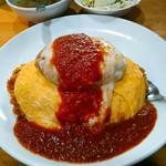 コシード - 【裏メニュー??】コシード風オムライス 1500円(税込) チーズ載せハンバーグが載っています。ケチャップライス大盛は+200円。