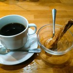 コシード - ランチタイムにはコーヒーとチュロスがつきました。