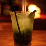 Bar Tiare - ドリンク写真:パクチーのタンカレーモヒート