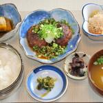 お食事処 庄屋 - 幅広い年代に人気のてりやき風ハンバーグ膳