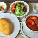 お食事処 庄屋 - 伝統のロシア料理、ボルシチセット