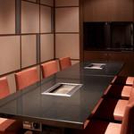 焼肉チャンピオン - 8名個室:最大26名様までのご宴会にもご利用いただける個室。42型テレビを完備。スポーツ観戦や忘新年会、ランチミーティングなどにご利用いただけます。