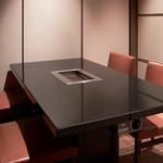 焼肉チャンピオン - 4~8名個室:明るい雰囲気の個室。ゆったりお食事を楽しみたいグループや接待にもおすすめ。