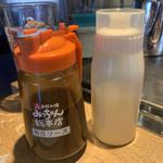 お好み焼 みっちゃん総本店 - 特製ソースとマヨネーズ