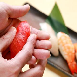 職人が握る江戸前寿司を1コ1個100円+税より楽しめます!