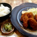 とんかつの船はし - 料理写真:カキフライ(900円)、ご飯の中サイズ(150円)