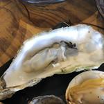 湘南浜焼きセンター 海女小屋 - 牡蠣は蒸して。