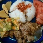 フォーサイゴン - 料理写真:鶏肉のレモングラス煮のワンプレートランチ