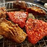 炭火焼 ぐら - 料理写真:厚切りタンとロース