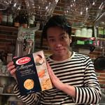 ワイン食堂 イタダキヤ - ご主人の高井さん  笑顔が素敵です