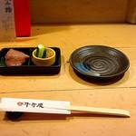 101140550 - お通し(牛タン寿司、もろきゅう)