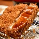 とんかつ 神楽坂 さくら - ロース定食 林 SPF(180g)@2,180円:甘口中濃ソースを。