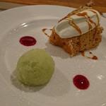 101144062 - 紅茶のシフォンケーキと青リンゴのシャーベット