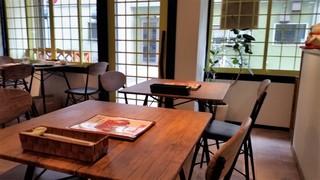 喫茶★レストラン マカロニキッチン - 店内。オープン間もないので、綺麗です。