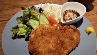 喫茶★レストラン マカロニキッチン - アップ。チキンは厚みはありませんが、柔らかくて美味しかったです。