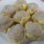 """一芳亭 - 豚肉ミンチと玉ねぎを薄皮たまごで包んだ名物""""ふわとろシュウマイ"""""""