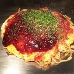 かんちゃんお好み鉄板焼 - 肉玉そば(680円)+イカ天(100円)