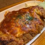 じぃえんとるまん - 料理写真:男前メンチのミートチーズ焼き