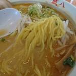 蔵八亭 - ストレート太麺