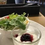 モンシェル トン トン - 野菜サラダとヨーグルトです(2019.2.2)