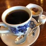 アデリータ - ブレンドコーヒーには クッキーが添えられます…