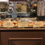 キッチン&マーケット - Aragosta側ショーケース