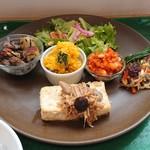 のっぽくん - アルちゃんランチ。メインは豆腐ステーキ きのこソース。