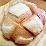 ベイメロンパン - 料理写真:メロンパン180円