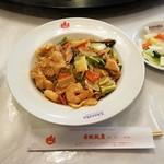 赤坂飯店 - 五目焼きそば全景