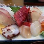 どんぶり亭 まつもと - ヒラメ、えんがわ、赤貝、マグロ、いか、たこ、かんぱち、ホタテ、エビ、たまご
